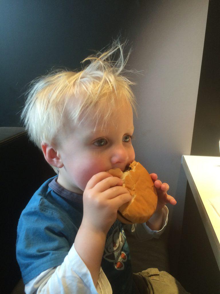 Joshuas Premire bei McDonalds