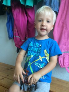 Joshua und sein Lieblings-T-Shirt